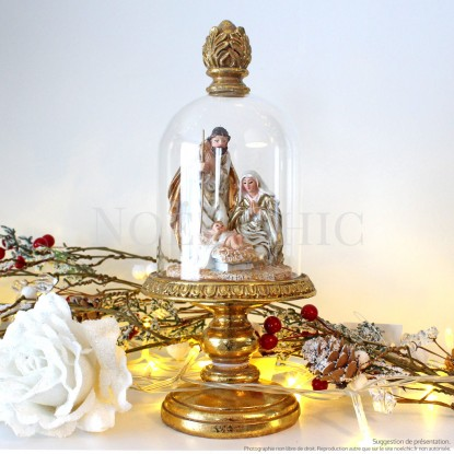 Scène de la Nativité sous dôme en verre