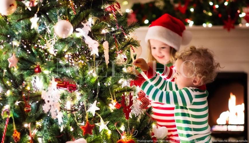 Dans quel ordre décorer votre sapin de Noël ?